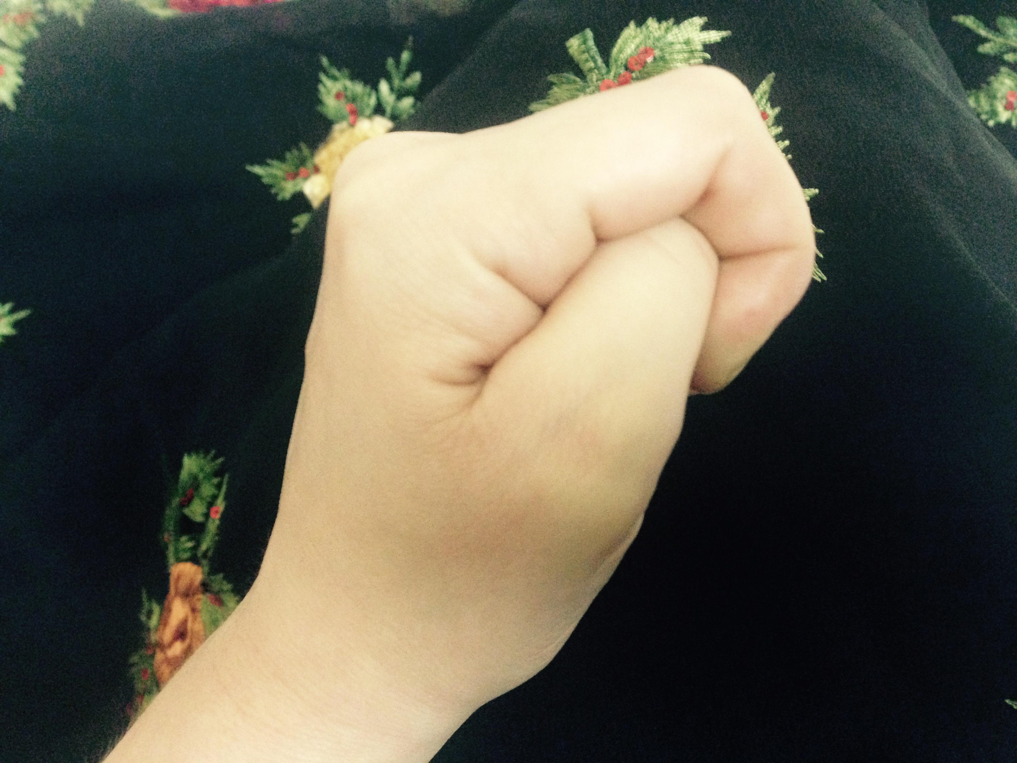 daumen druecken aberglaube