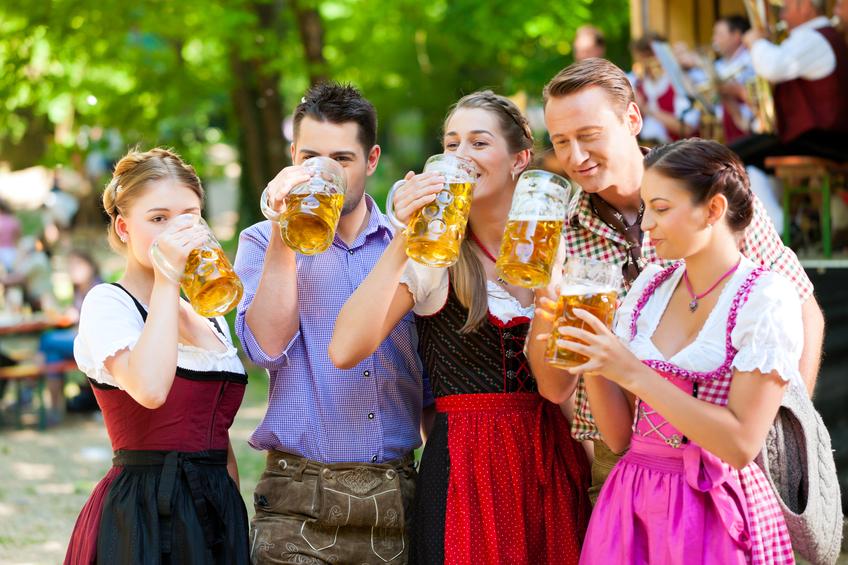biergartenkultur wiesn oktoberfest dirndl