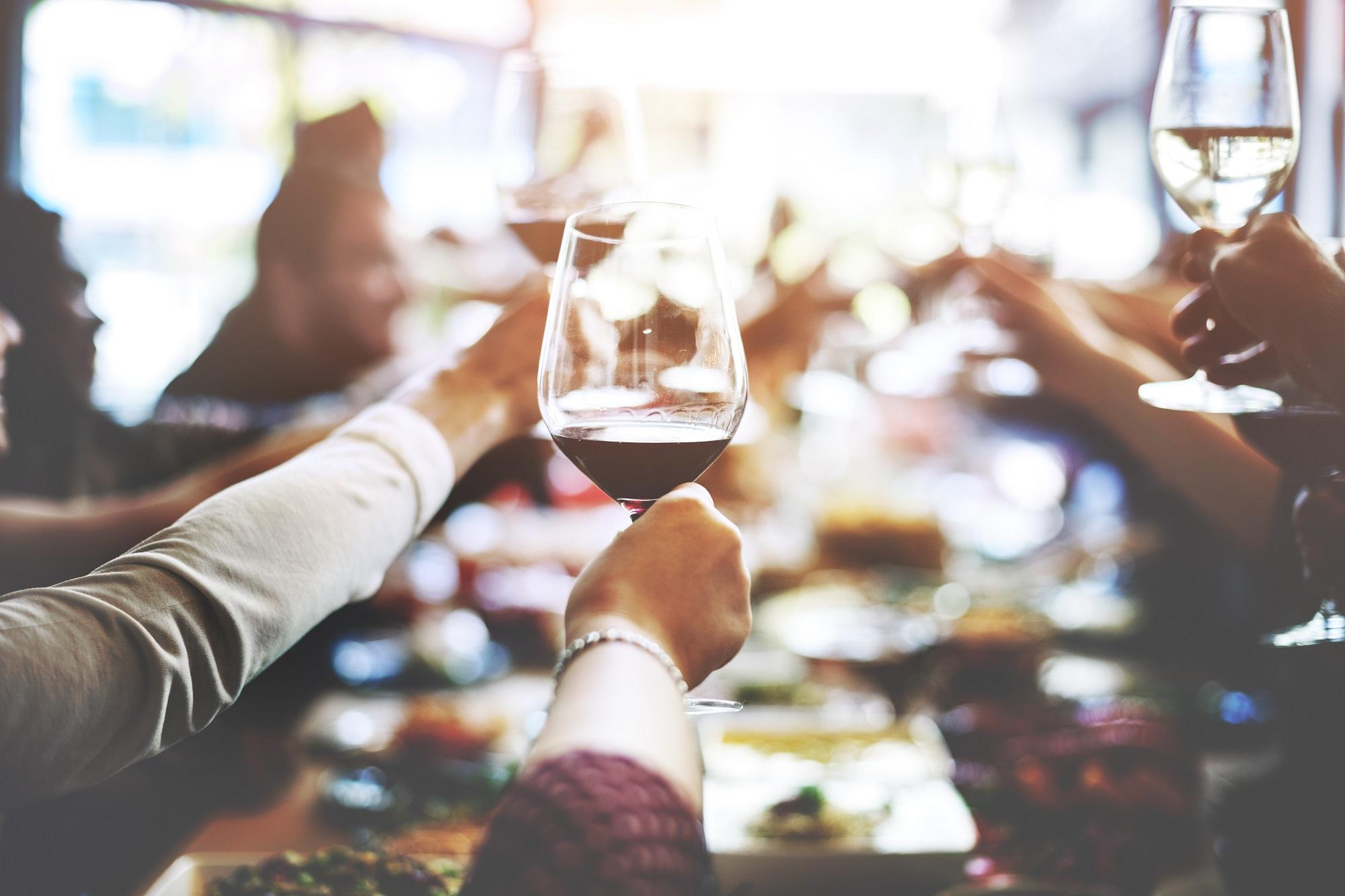 9 Tipps Fur Tischmanieren Mit Knigge Elegant Durchs Deutsche Dinner