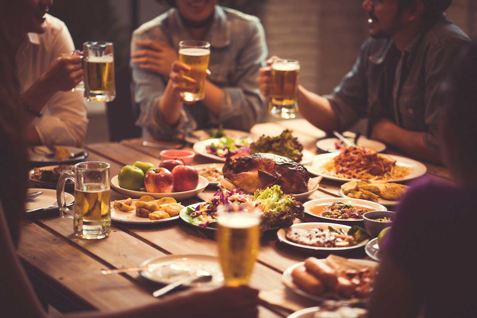 9 Tipps für Tischmanieren: Mit Knigge elegant durchs